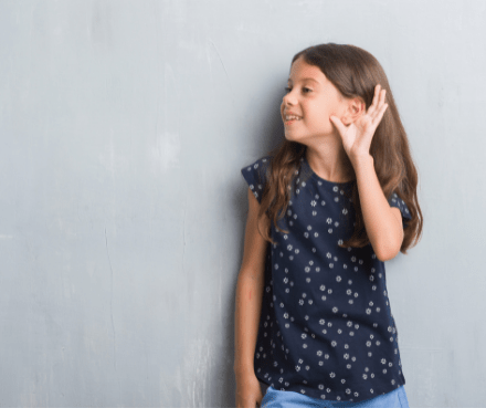 is a hearing aid or cochlear implant better for hearing loss?